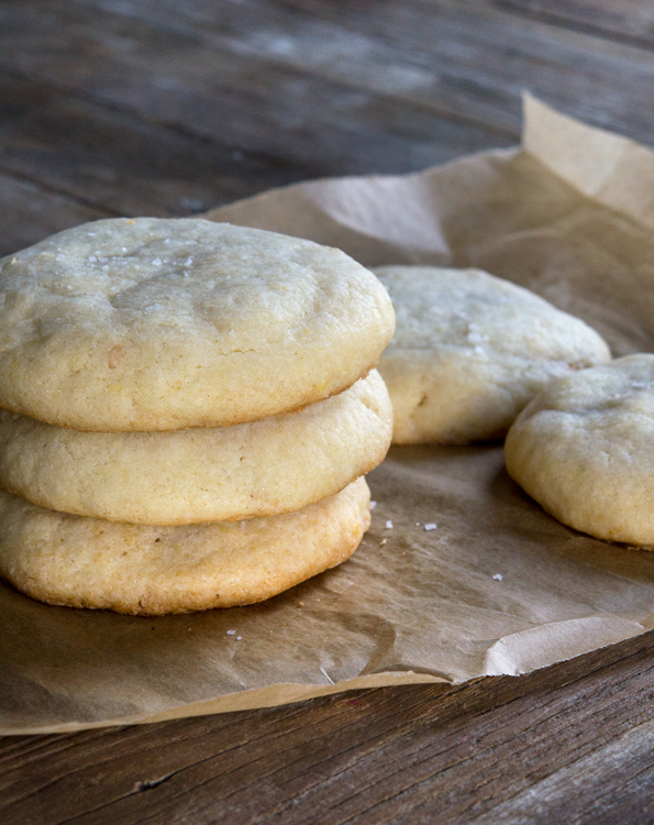 Gluten free fluffernutter cookies. The perfect salty-sweet combination of peanut butter and marshmallow fluff in the middle of a soft sugar cookie. Try it out with different nut butters and fillings!