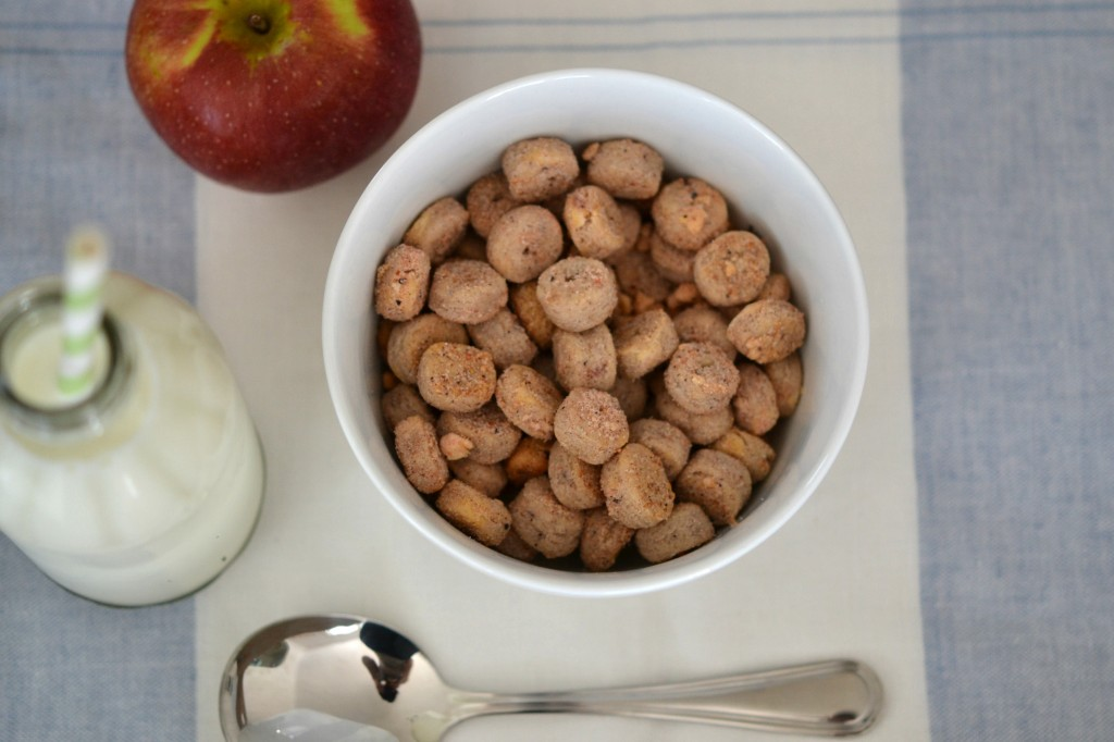 A bowl of Apple jack style cereal
