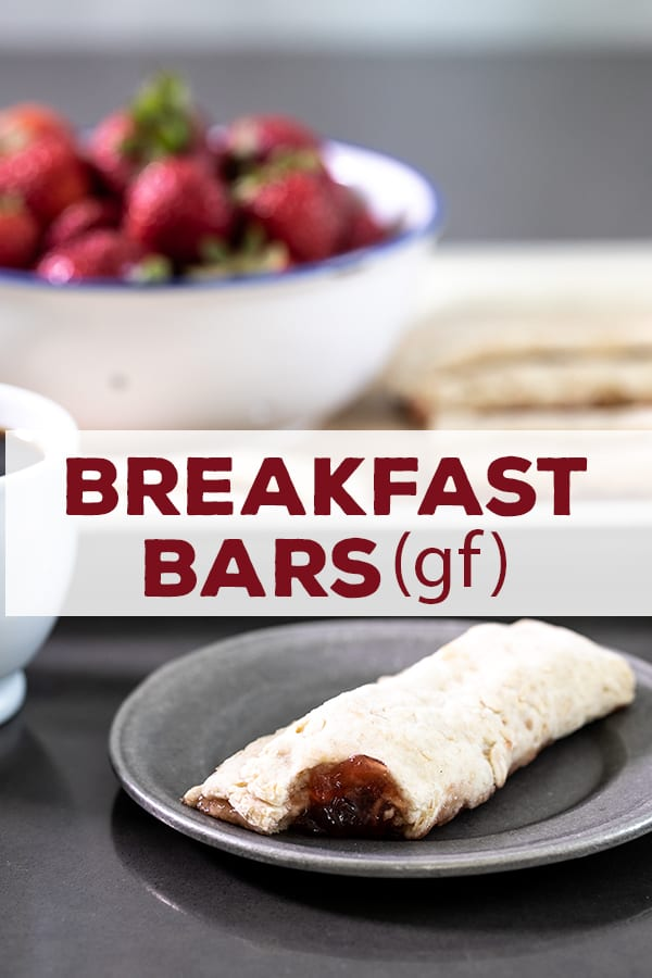 This healthy breakfast bars recipe is made with whole grain oats and oat flour, and plain yogurt. The perfect grab-and-go recipe for busy weekday mornings. #nutrigrain #glutenfree #gf #breakfast #grabngo