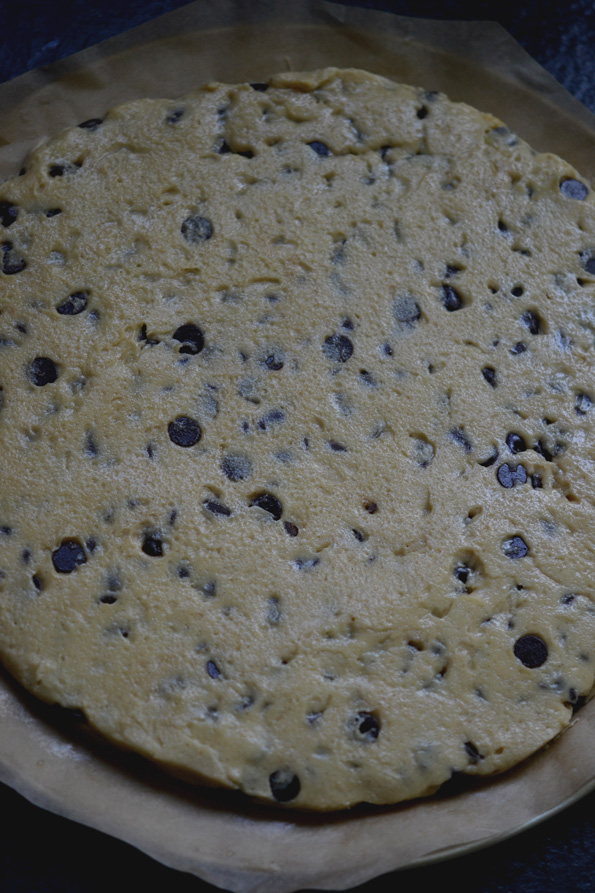 gluten-free-chocolate-chip-cookie-cake