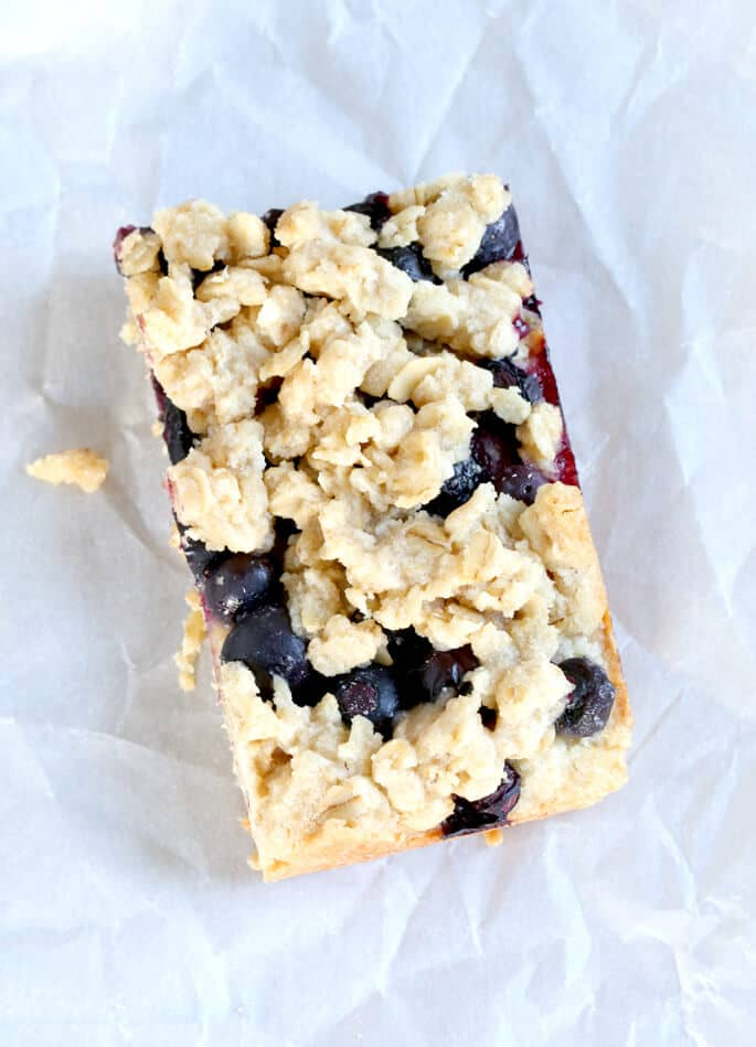 Tired of staring sadly at all the treats you can't have in the Starbucks glass case? These gluten free blueberry oat bars, with an oat-shortbread crust, a thick layer of blueberries (fresh or frozen) and a crispy crumb topping, make it all better.