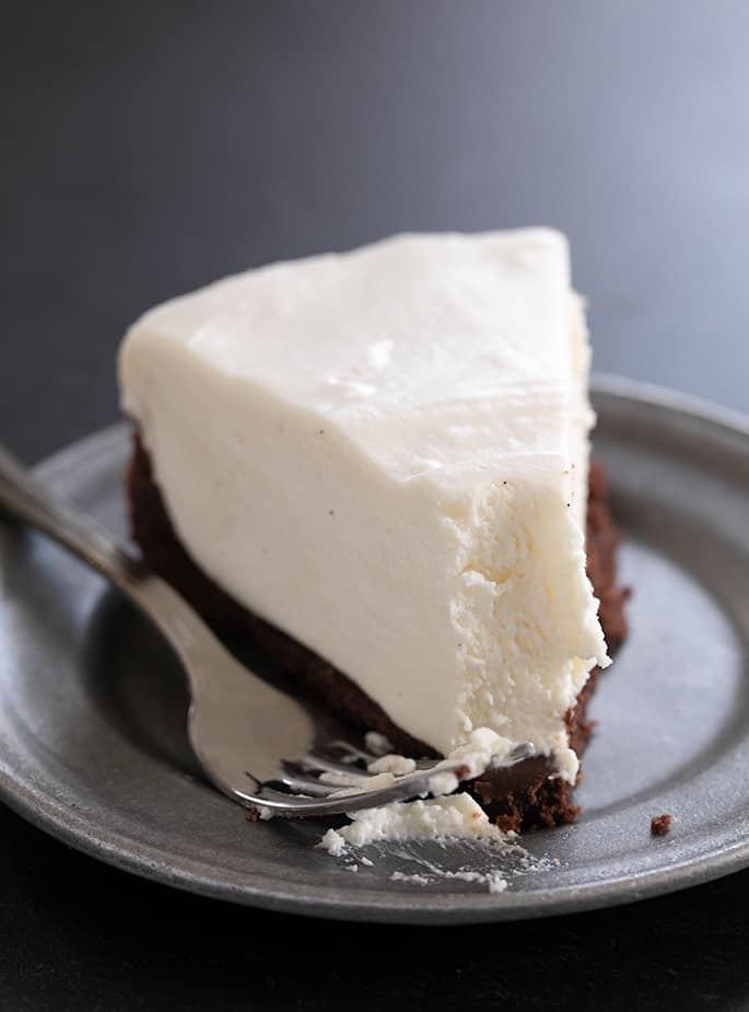 Have a bite of this creamy, smooth no bake gluten free marshmallow cheesecake. Marshmallows are gluten free!