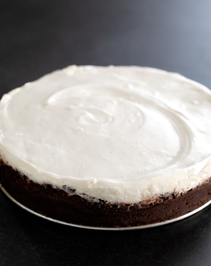 This no bake marshmallow cheesecake is made with a gluten free cookie crumb crust in a springform pan.
