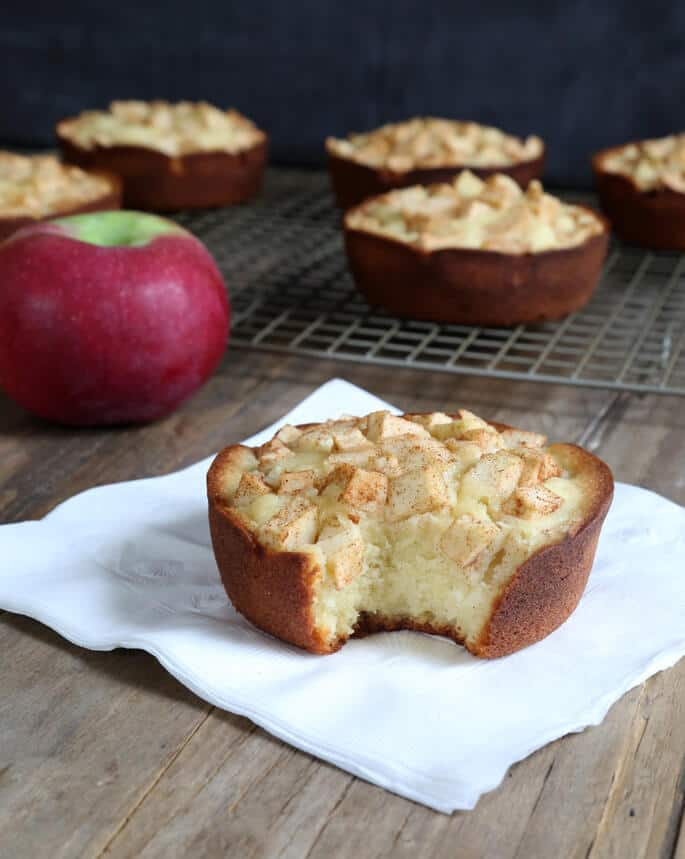 Sweet, dense and satisfying gluten free pound cake, studded with tart and sweet apples. Just like they used to serve at Starbucks!