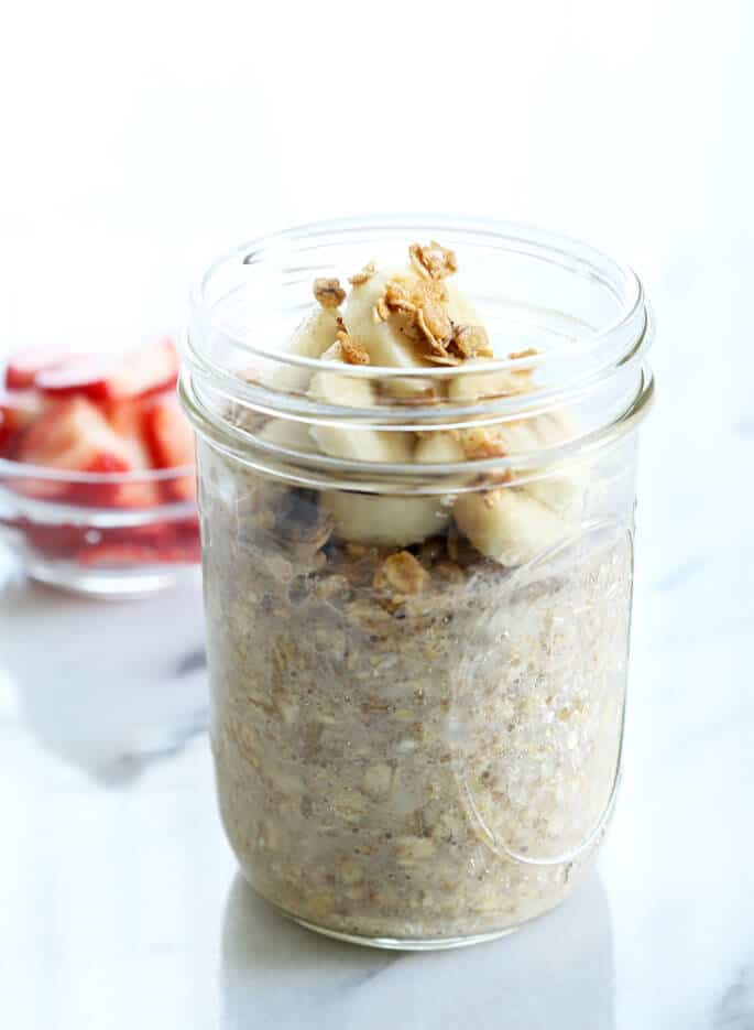 Just rolled oats, some seeds and any sort of milk, plus 2 minutes of prep, are all it takes to make a fast, nutritious and filling breakfast of gluten free overnight oats. Come see the endless flavor variations!