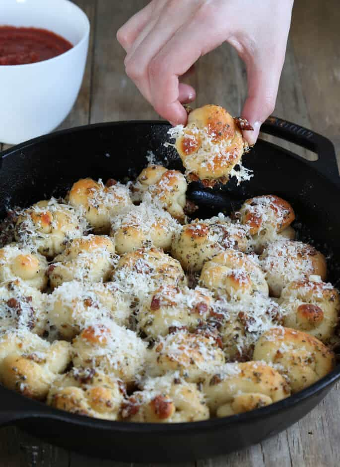 With or without crisp bacon (with!), these gluten free garlic knots are crispy on the bottom, soft inside, and packed with flavor.
