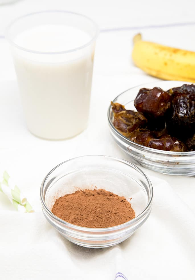 A healthy Paleo smoothie made with just 4 ingredients, including almond or coconut milk, dates, bananas, and cocoa powder. Like chunky monkey, but without any added sugar!