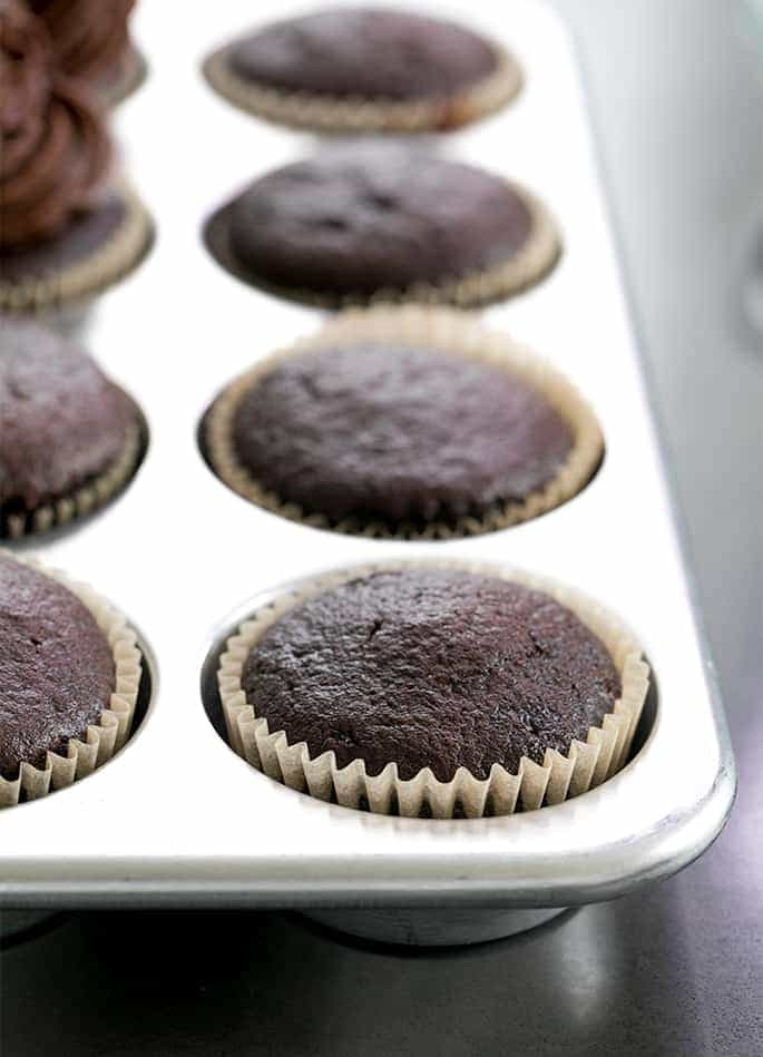 When you need to make gluten free chocolate cupcakes and you only want the best, easy recipe, these perfectly moist and tender cakes are the only treats you need!
