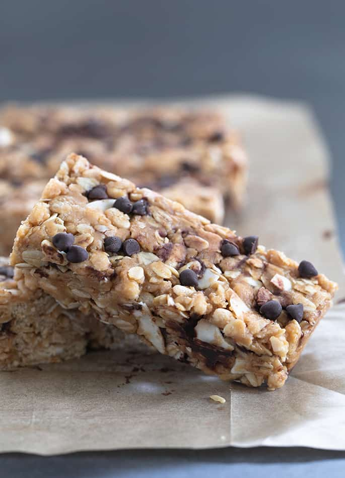 These homemade peanut butter granola bars are chewy bars made with oats and honey. Skip the boxed bars and grab these healthy, no bake treats instead.