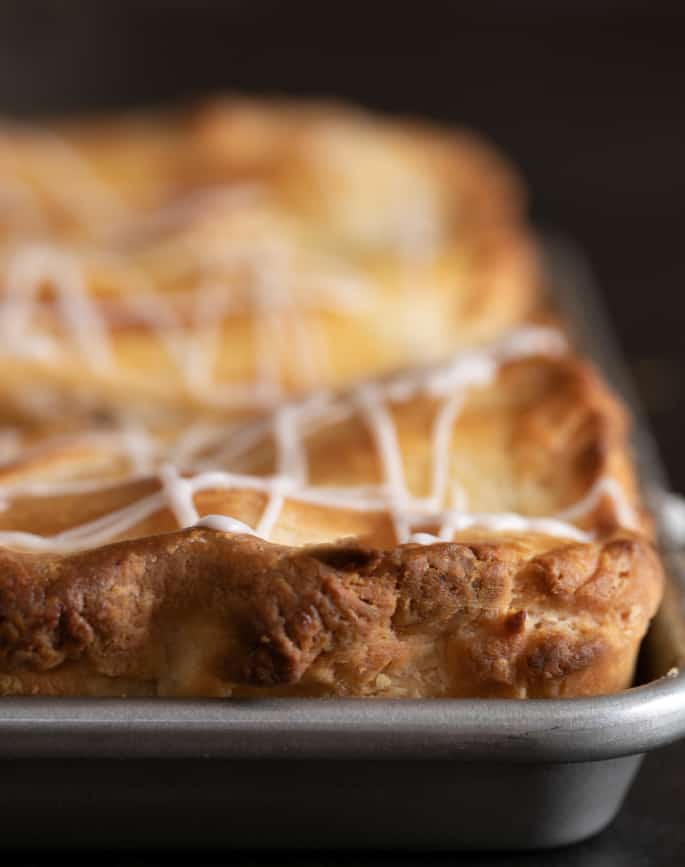 This gluten free apple slab pie is packed with apples cooked to tender perfection and surrounded by an extra flaky, lightly sweet pie crust. The perfect way to feed a crowd!